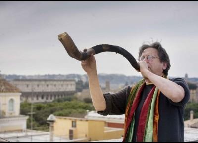 AC shofar on roof Rome, March 2012. Photos Angela Caitlin
